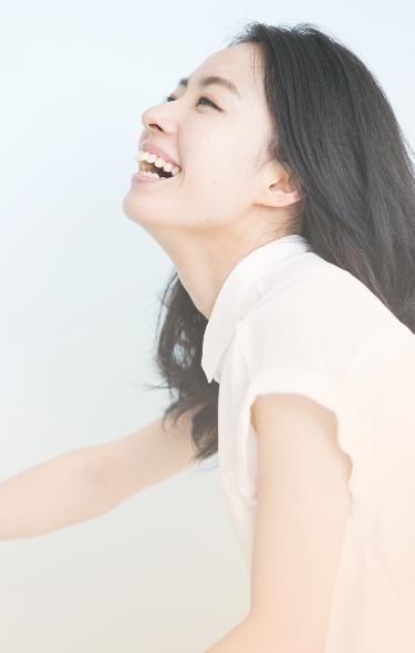 サイト最上部の女性の画像
